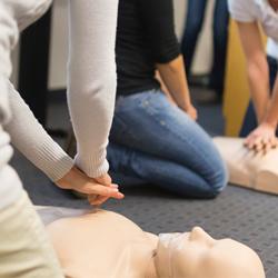 Обучение навыкам оказания первой помощи